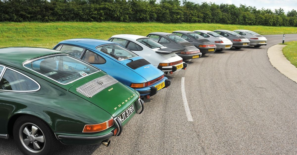 15 Photos Of How The Porsche 911 Has Changed Over The Years