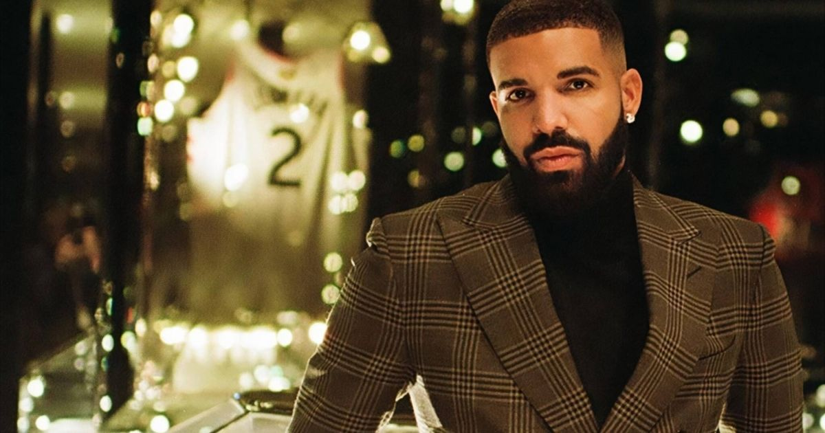 This Selfie Of Drake Is Making Its Rounds On Twitter And Fans Don't Know If It's Real Or Photoshop