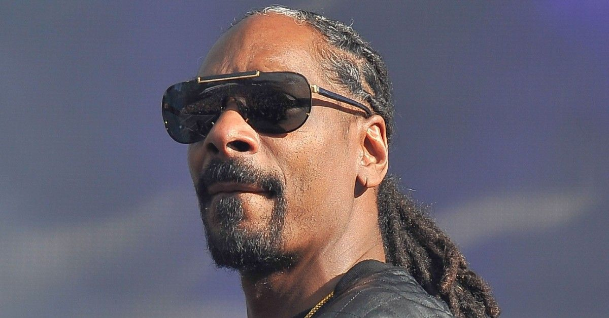 Snoop Dogg Is The Last One Standing In Throwback Photo From 'Death Row'
